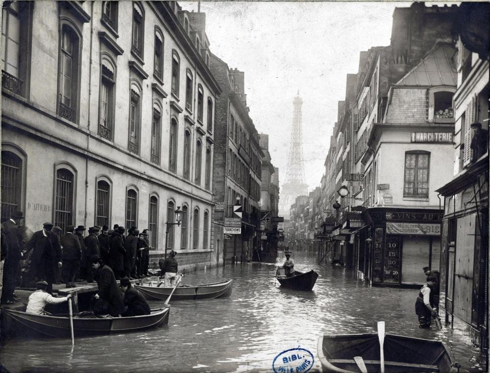 1910,Anonyme,Crue de 1910 – rue Saint-Dominique,52, rue Saint-Dominique,Paris,France