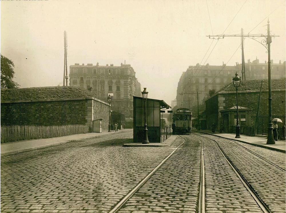 1919,Charles Lansiaux,Les fortifications de Thiers – Porte de Versailles,esplanade du 9 novembre 1989,Paris,France
