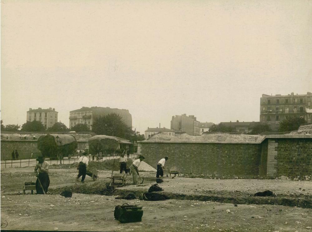 1919,Charles Lansiaux,Les fortifications de Thiers – Porte Brancion,5, avenue de la porte Brancion,,France